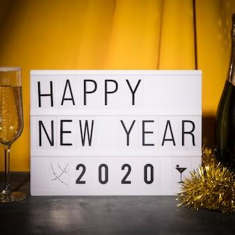 Vista frontal noche de celebración de año nuevo