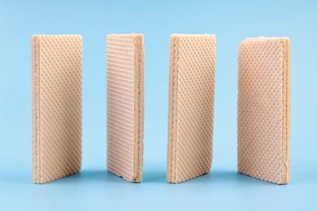 Vista frontal de obleas verticales con espacio de copia