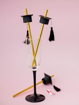Vista frontal pajitas de graduación en vidrio elegante