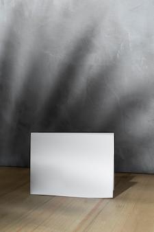 Vista frontal del papel en blanco con espacio de copia