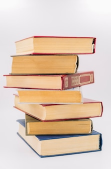 Vista frontal pila de libros