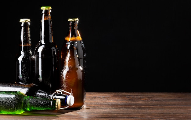 Vista frontal sabroso surtido de cerveza americana
