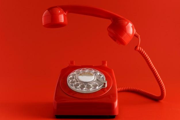 Vista frontal del teléfono antiguo