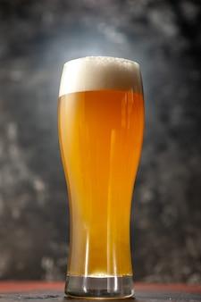 Vista frontal vaso de oso en la foto de vino de aperitivo ligero beber alcohol de color