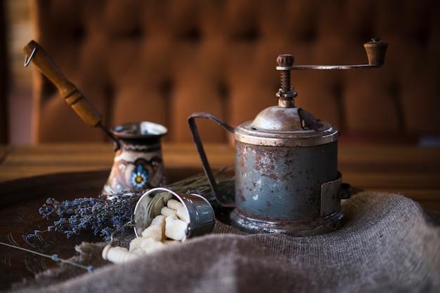 Vista frontal vintage cafetera turca