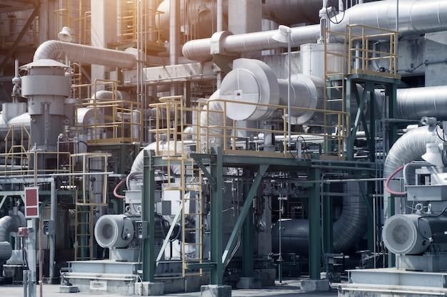 Vista industrial en planta de refinería de petróleo forma zona industrial.