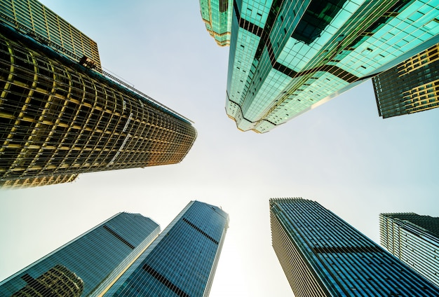 Vista inferior de rascacielos