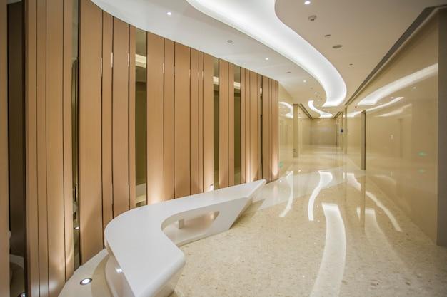 Vista interior de baño en hotel de centro comercial.