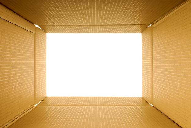 Vista interior de una caja de cartón