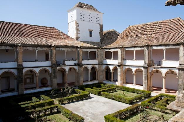 Vista interior del convento nossa senhora da assunção en faro, portugal.