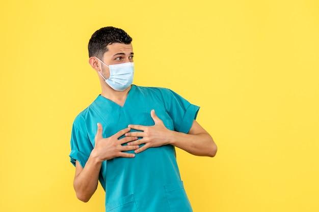 Vista lateral un médico un médico responde a las quejas de los pacientes con coronavirus