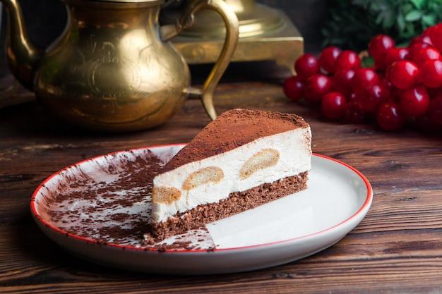 Vista lateral pedazo de tarta de queso