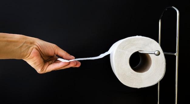 Vista lateral del rollo de papel higiénico