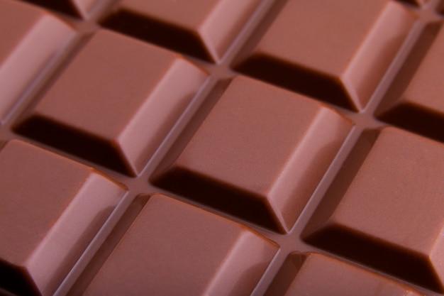 Vista macro de barra de chocolate con leche