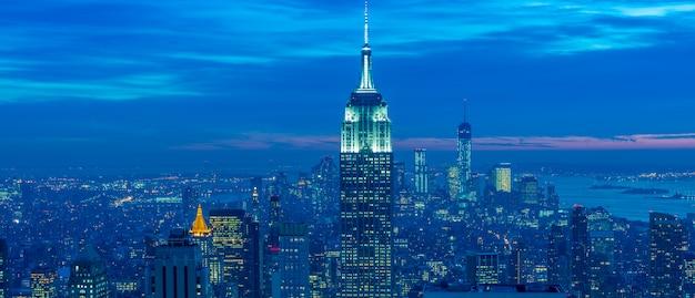 Vista de manhattan de nueva york durante las horas del atardecer