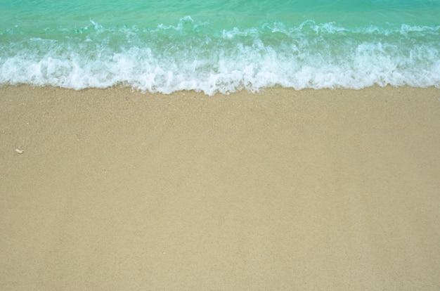 Vista del mar y la arena en tiempo de vacaciones, viajes a tailandia, lipe koh.