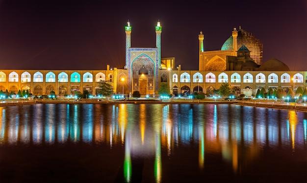 Vista de la mezquita shah (imam) en isfahan - irán