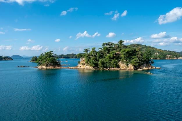Vista de muchas isla y mar isla de kujuku en sasebo