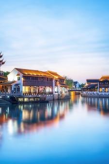 Vista nocturna de la antigua ciudad de suzhou