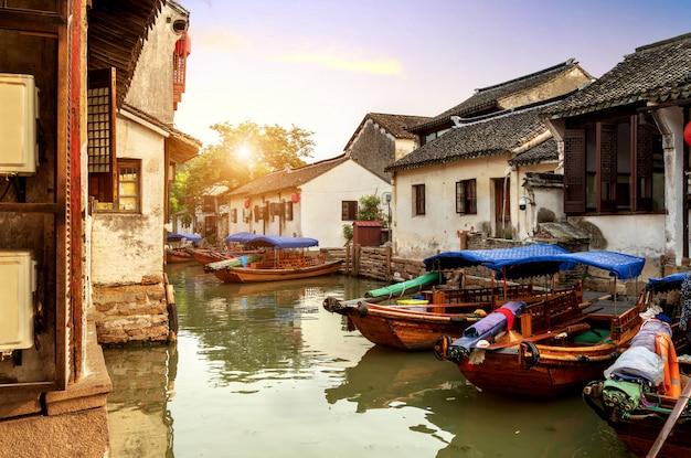 Vista nocturna de la ciudad antigua de suzhou