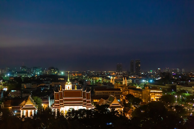 Vista nocturna de la ciudad de bangkok