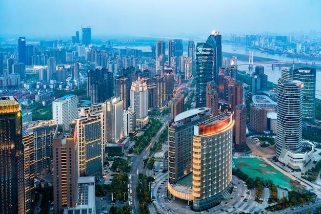 Vista nocturna de nanchang, provincia de jiangxi