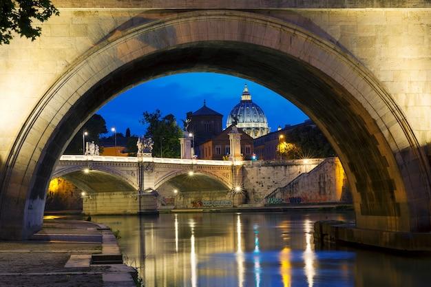 Vista nocturna de roma, italia