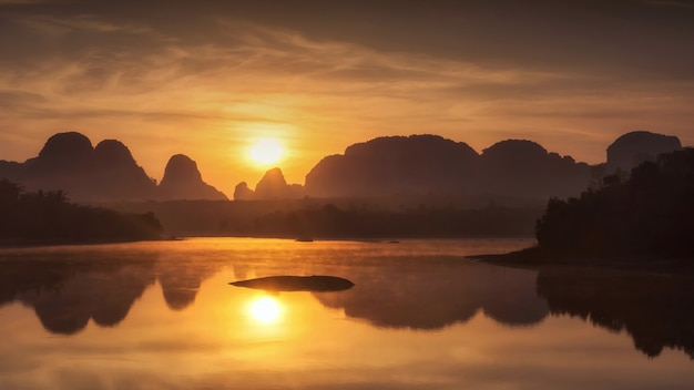 Vista de nong thale al amanecer, krabi
