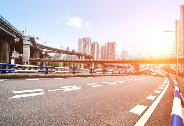 Vista de paisaje urbano brillante