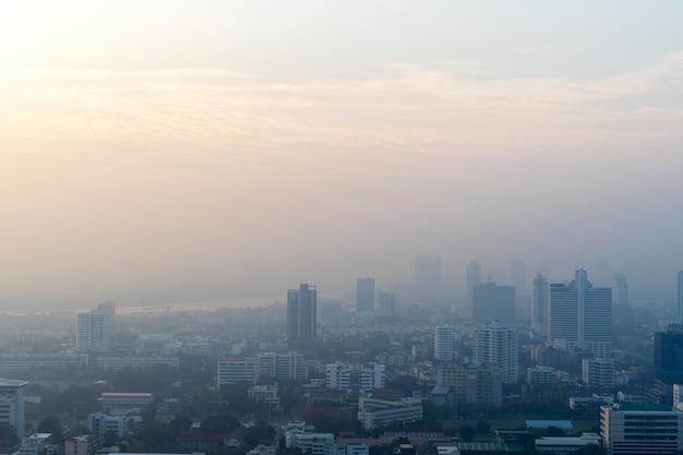 Vista del paisaje urbano de los edificios de la ciudad del metro