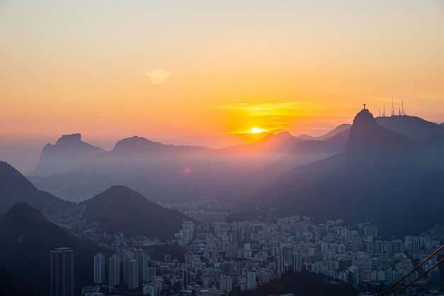 Vista del pan de azúcar, corcovado y la bahía de guanabara, río de janeiro, brasil