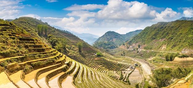 Vista panorámica del campo de arroz en terrazas en sapa en lao cai en vietnam