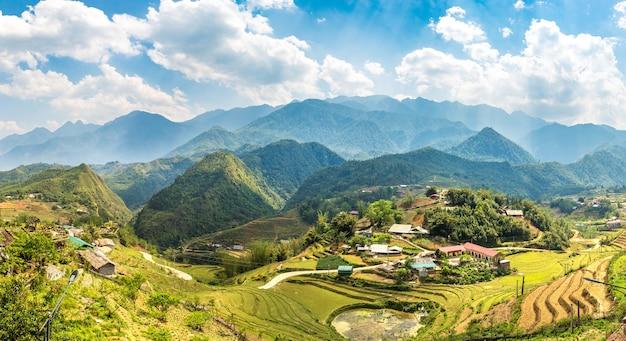 Vista panorámica del campo de arroz en terrazas en sapa, lao cai