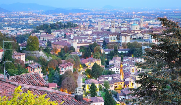 Vista panorámica del casco antiguo de bérgamo, italia