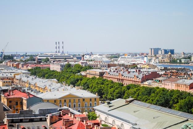 Vista panorámica desde la catedral de san isaac en san petersburgo.