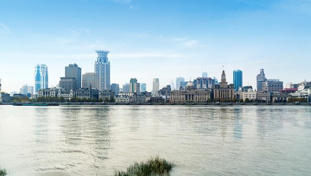 Vista panorámica de la ciudad bund en el distrito de huangpu, shanghai