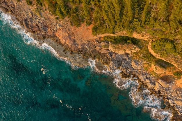 Vista panorámica de un descanso en la costa