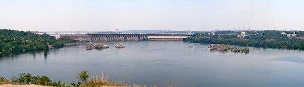 Vista panorámica de la estación hidroeléctrica de dnieper en ucrania