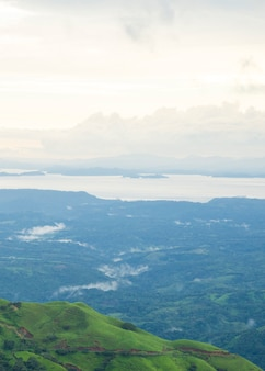 Vista panorámica de la naturaleza en la selva tropical de costa rica