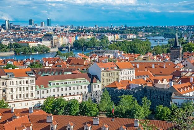 Vista panorámica panorámica del horizonte de la ciudad de praga, praga, república checa