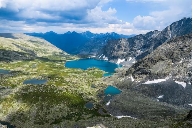 Vista panorámica pintoresca del lago alla-askyr turquesa