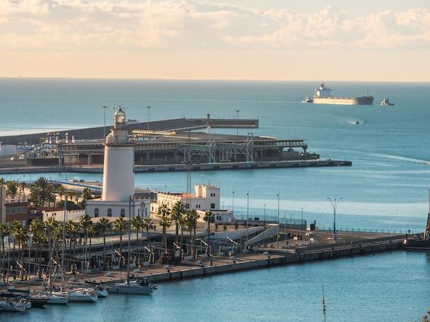 Vista panorámica del puerto de málaga