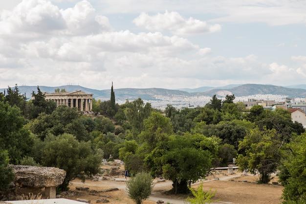 Vista panorámica the theseion (templo de hephaistos) en el famoso paestum archaeologica, patrimonio de la humanidad que contiene algunos de los mejores conservados