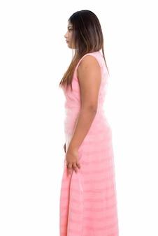 Vista de perfil de niña persa de pie
