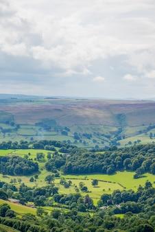 Vista pintoresca en las colinas de stanage edge, hathersage