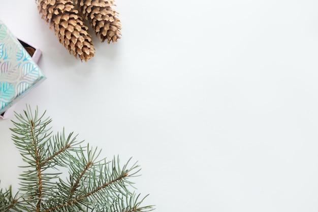 Vista plana de la decoración de navidad, copyspace