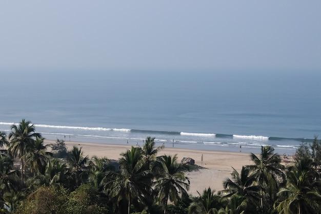 Vista de la playa de arambol goa, india