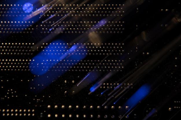 Vista posterior del conmutador de red negro
