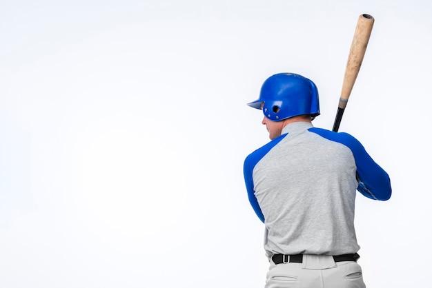 Vista posterior del jugador de béisbol con espacio de copia