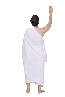 Vista posterior de musulmanes asiáticos con pie de tela ihram